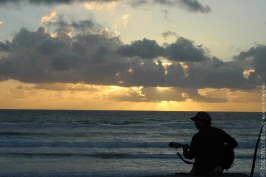 Океан и гитара на закате в Марокко | Школа серфинга Surf-Burg