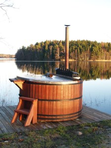 hot tub by a lake photo by Andrei Niemimäki on flickr
