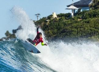 五十嵐カノアのJベイでのサーフィン写真