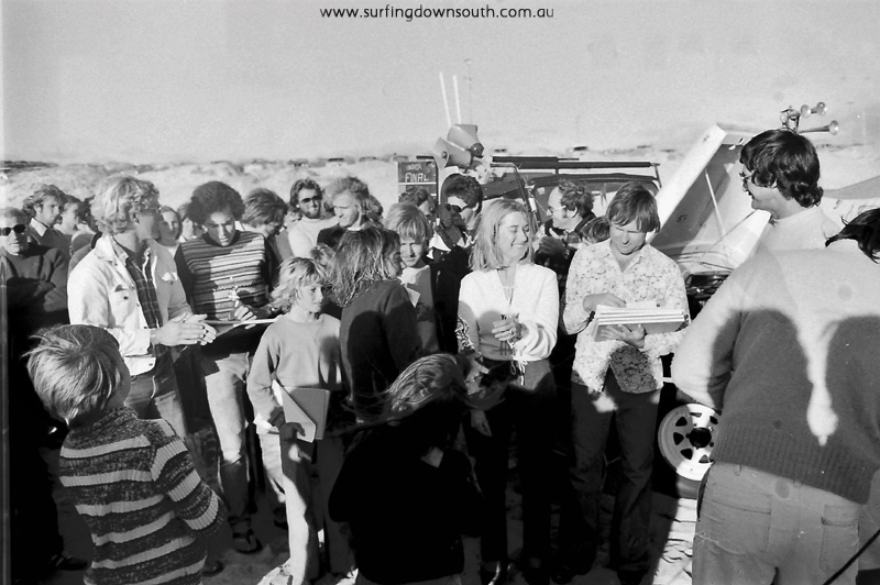 1977-trigg-hang-ten-wasra-school-boys-surfing-championships-presentations-ric-chan-020