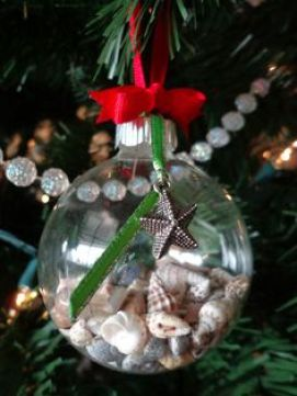 xmas shell ornament