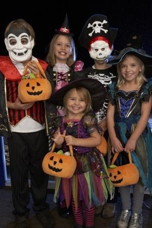 kids trick or treating on Halloween