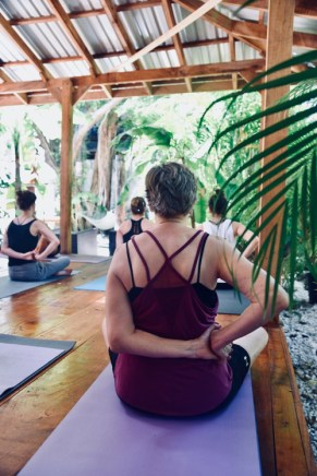 marejada yoga amiga older
