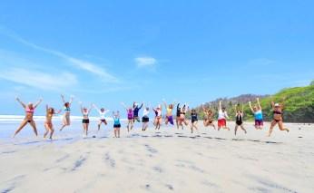 Yoga na plaży surfwyjazdy