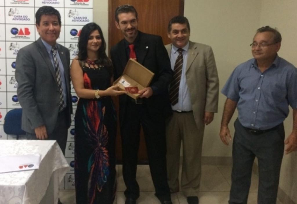 Em Colinas e Araguaína, presidente da OAB-TO ouve demandas de advogados e entrega identidades profissionais