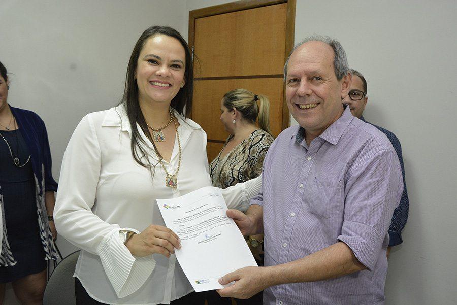 Dimas empossa nova secretária da Assistência Social, Trabalho e Habitação