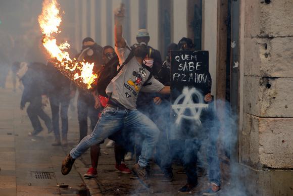 Greve geral termina com confrontos em São Paulo e no Rio de Janeiro