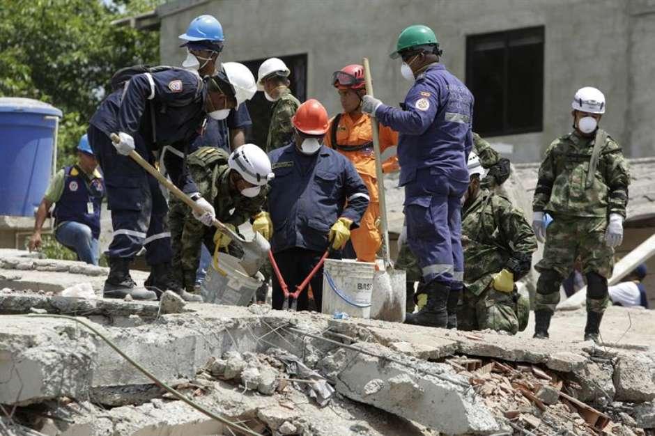 Sobe para 18 o número de mortos em desabamento na Colômbia
