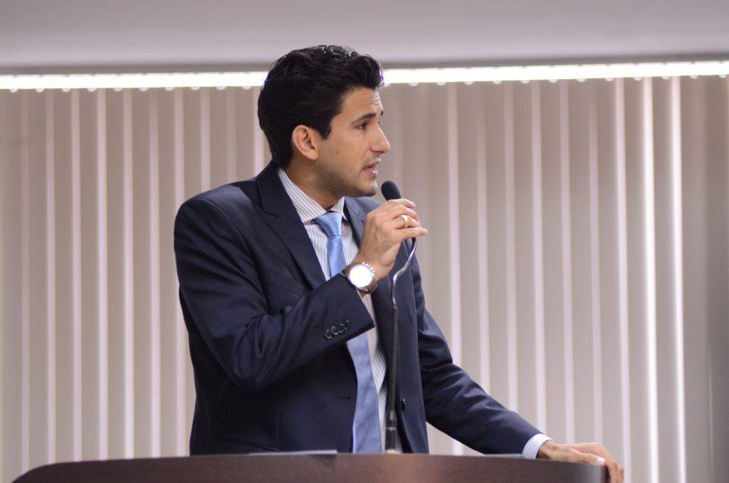 Andrino comemora aprovação de projeto de regularização fundiária na CCJ e diz que objetivo é mudar a vida das pessoas