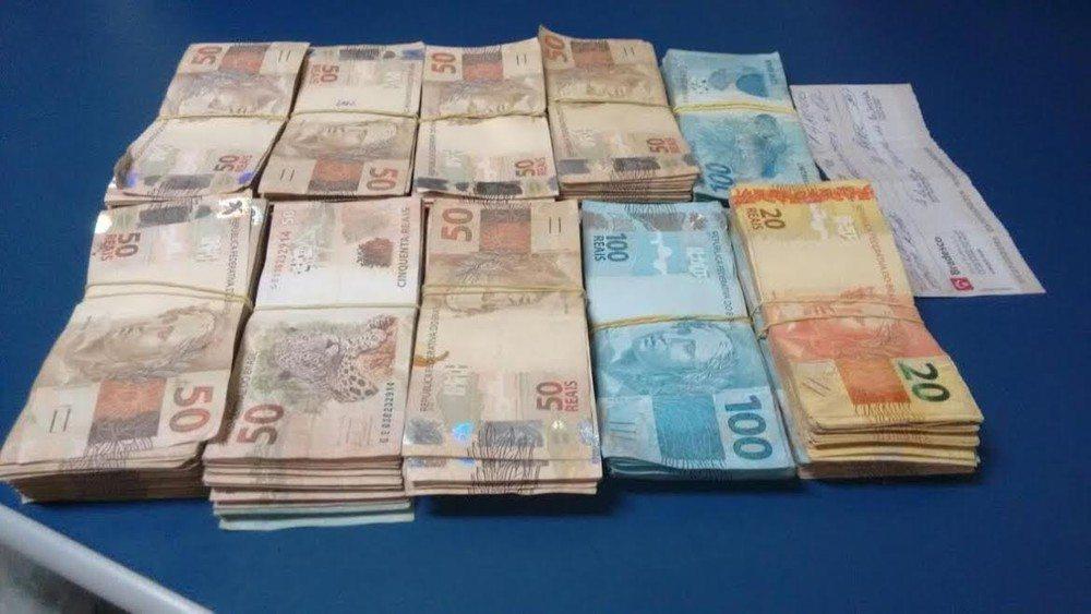 Homem é encontrado com quase R$ 50 mil, tenta subornar policiais e é preso no TO