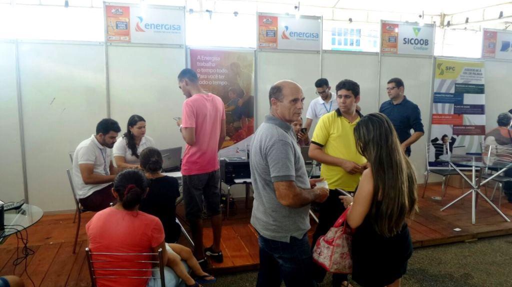Feirão da Acipa atrai consumidores interessados em negociar dívidas