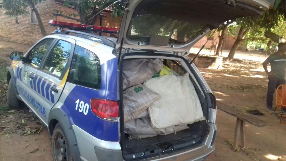 Depois de furtar diversos sacos de sementes em propriedade rural dois menores são apreendidos pela PM