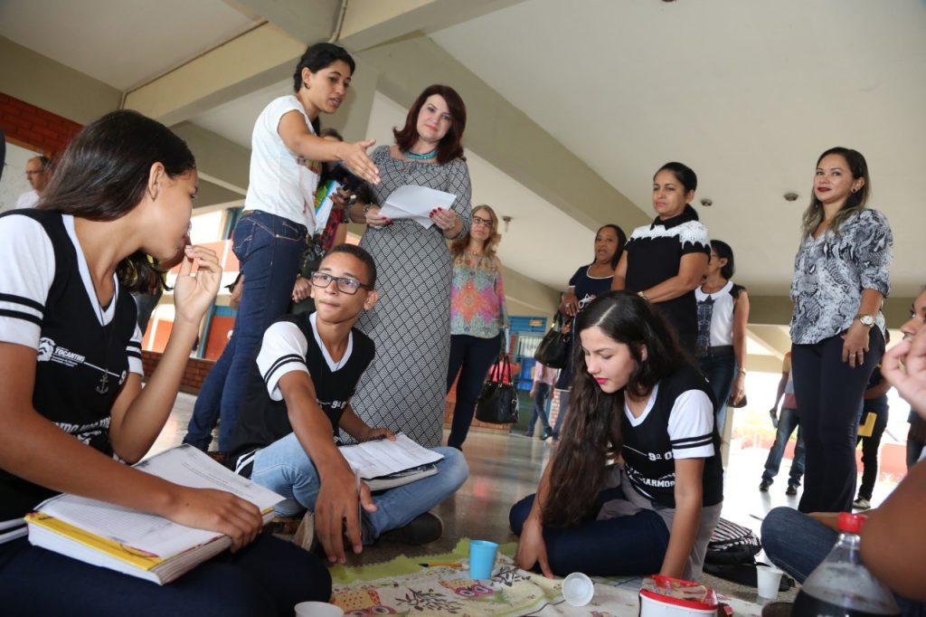 Professora de escola estadual em Araguaína inova e atrai a atenção dos alunos para as aulas de Matemática