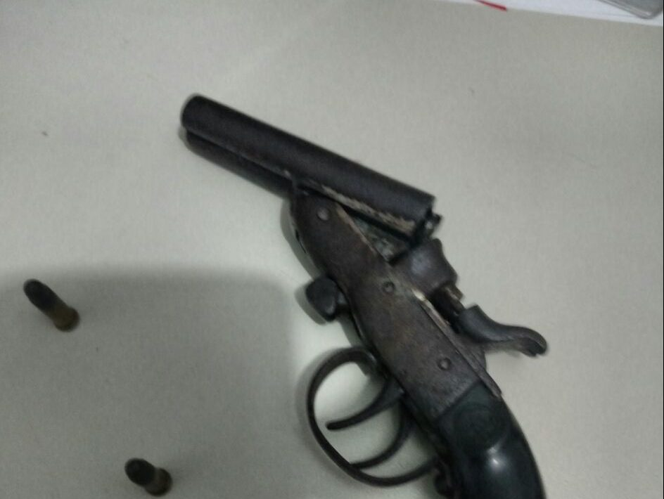 Polícia Militar prende homem por posse de Arma de Fogo