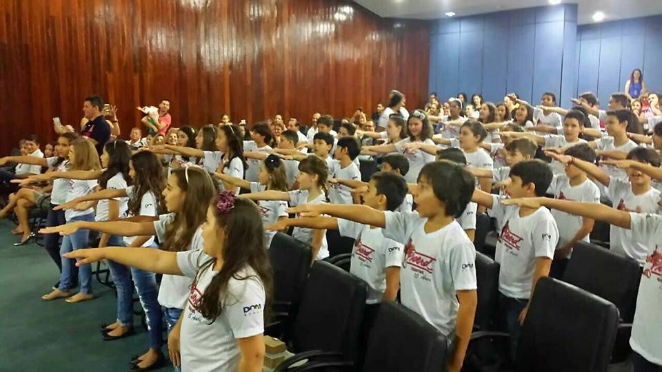 Dom Bosco Centro e Júnior: alunos do 50 ano recebem certificado de curso do Proerd
