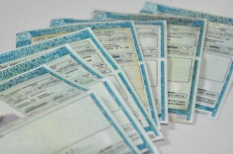 Câmara aprova fim de multa para quem esquecer carteira de habilitação e licenciamento