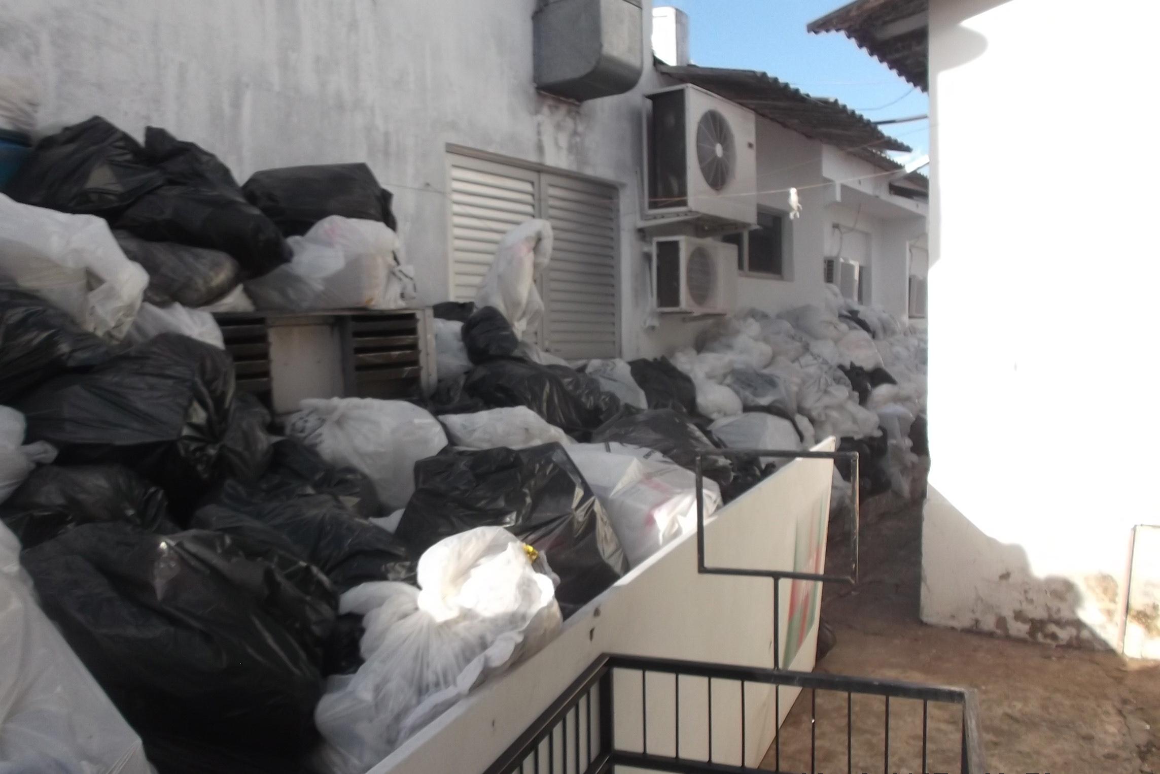 MPE requer retirada de lixo hospitalar acumulado no Hospital Regional de Araguaína