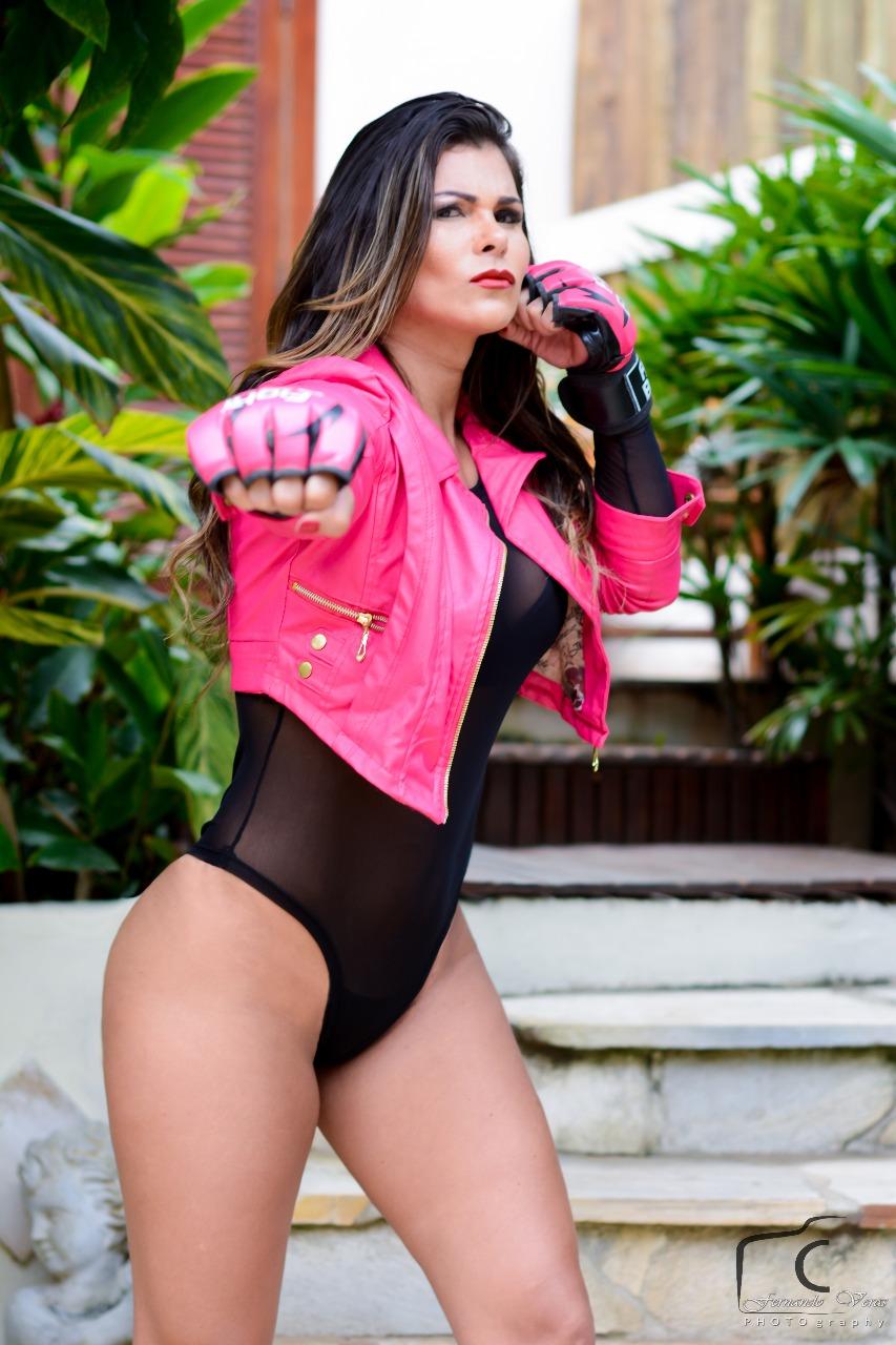 Lutadora mais sexy do Brasil, Jamila Sandora posa sensual e diz que luta ajuda na hora do sexo