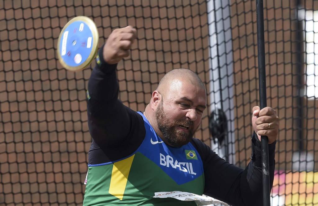 Brasileiro quebra dois recordes mundiais em torneio na Alemanha