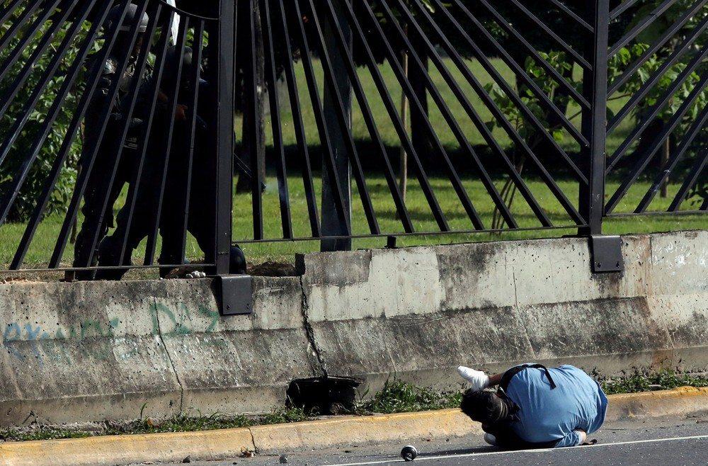 Guarda Nacional da Venezuela executa manifestante durante protesto contra governo