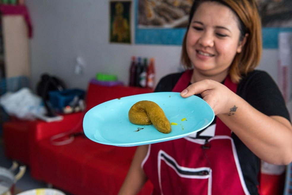 Confeitaria tailandesa faz sucesso com bolos em forma de cocô de cachorro