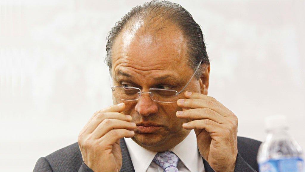Ministro diz que 'médico tem de parar de fingir que trabalha'