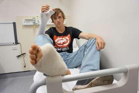 Australiano tem polegar substituído por dedão do pé após perdê-lo em ataque de touro