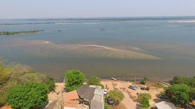 Bombeiros fazem buscas por jovem que despareceu no rio Araguaia
