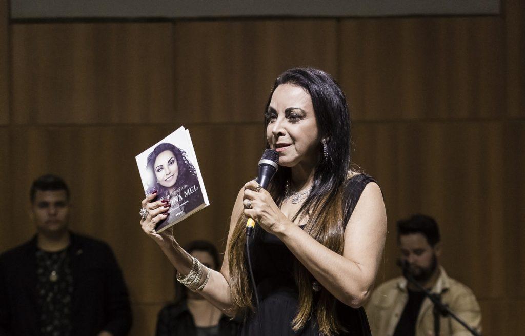 Biografia da cantora Cristina Mel concorre ao prêmio Areté