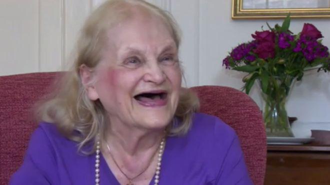 'Viciada em estudar', britânica de 90 anos está em busca do sexto diploma