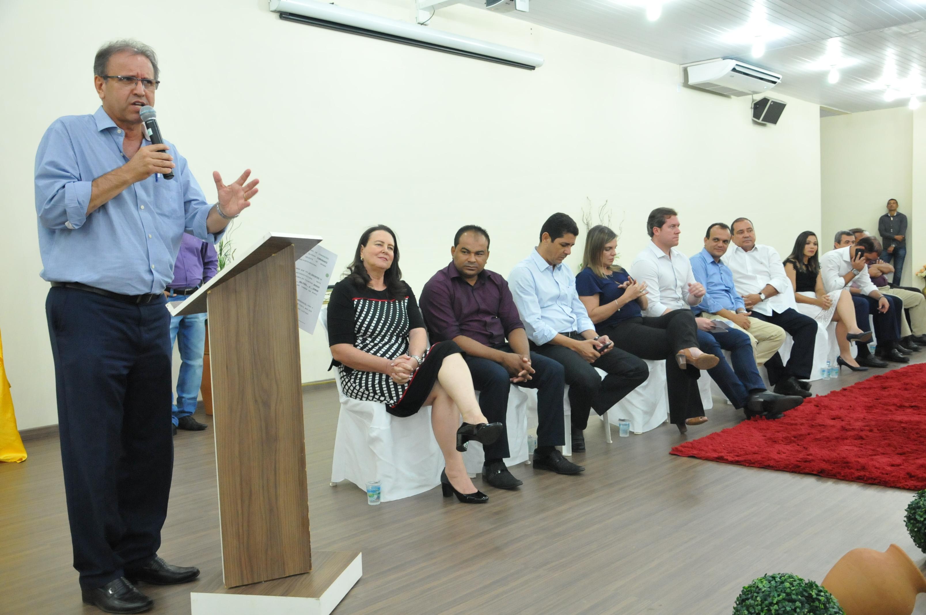 Marcelo Miranda prestigia inauguração do Centro de Convenções Comandante Vicentão em Porto Nacional