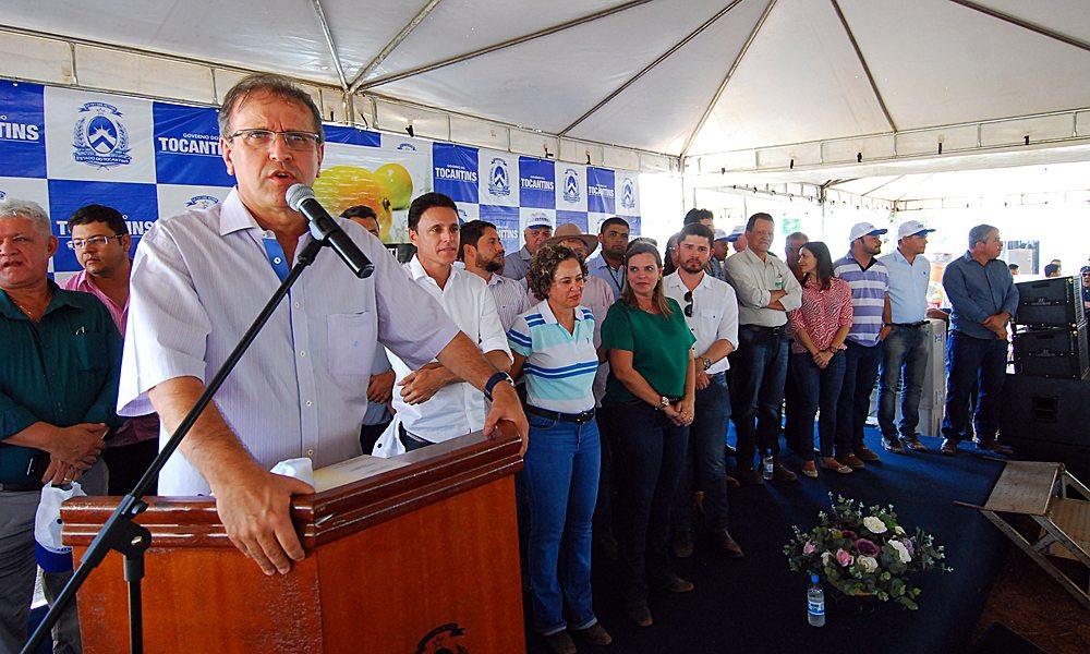 Marcelo Miranda entrega benefícios para moradores da região sudeste do Tocantins