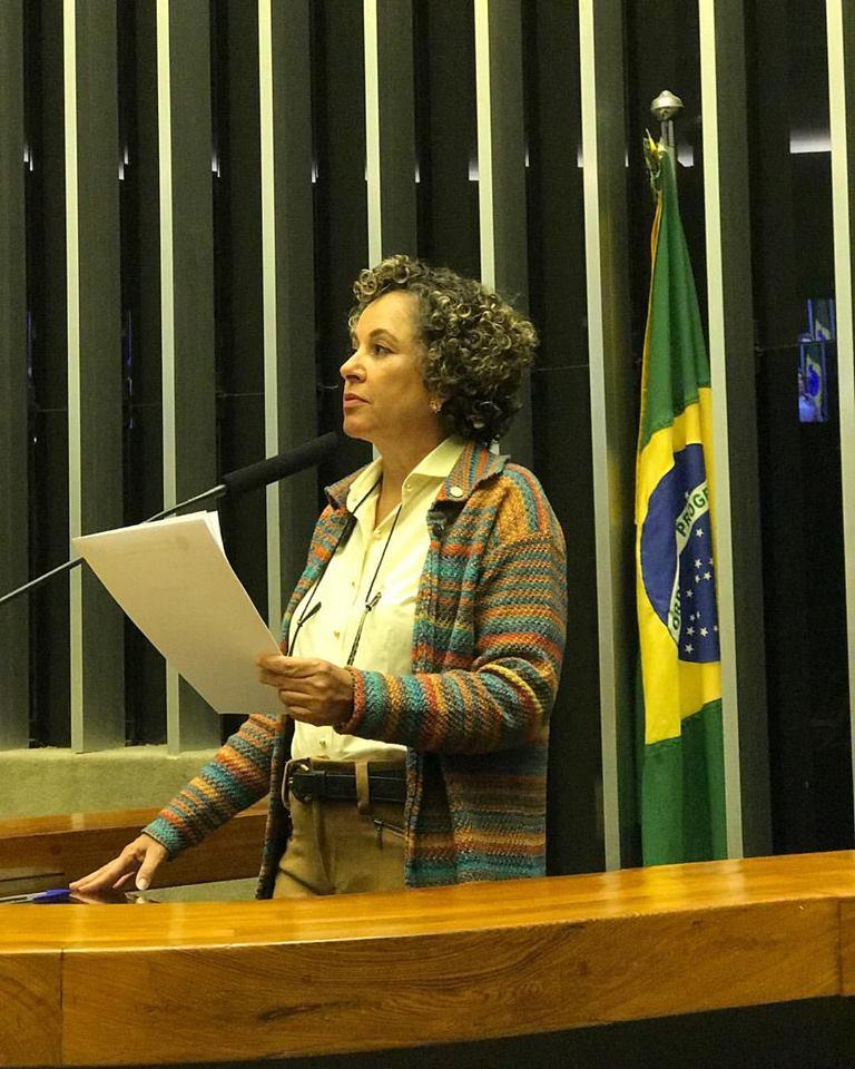 Na tribuna, Josi comenta as medidas para combater a seca no Tocantins