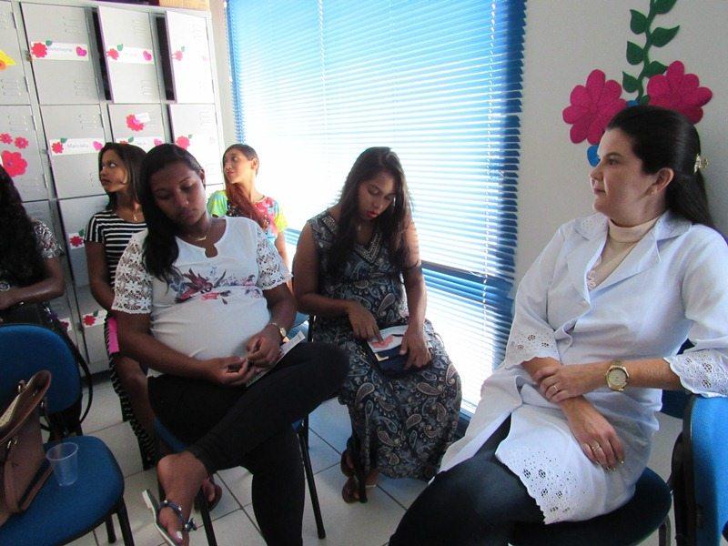 Grávidas participam de palestra sobre o aleitamento materno
