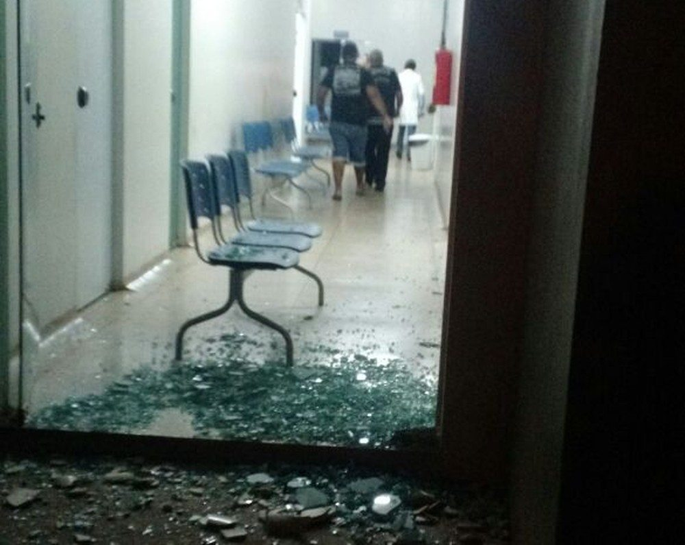 Criminosos invadem unidade de saúde e rendem vigia em busca de armas