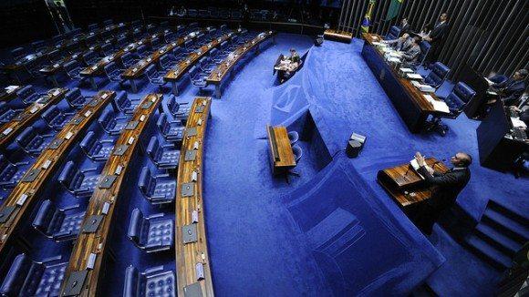 Senadores se unem a deputados e enforcam semana de feriado; folga custa mais de R$ 100 milhões ao país
