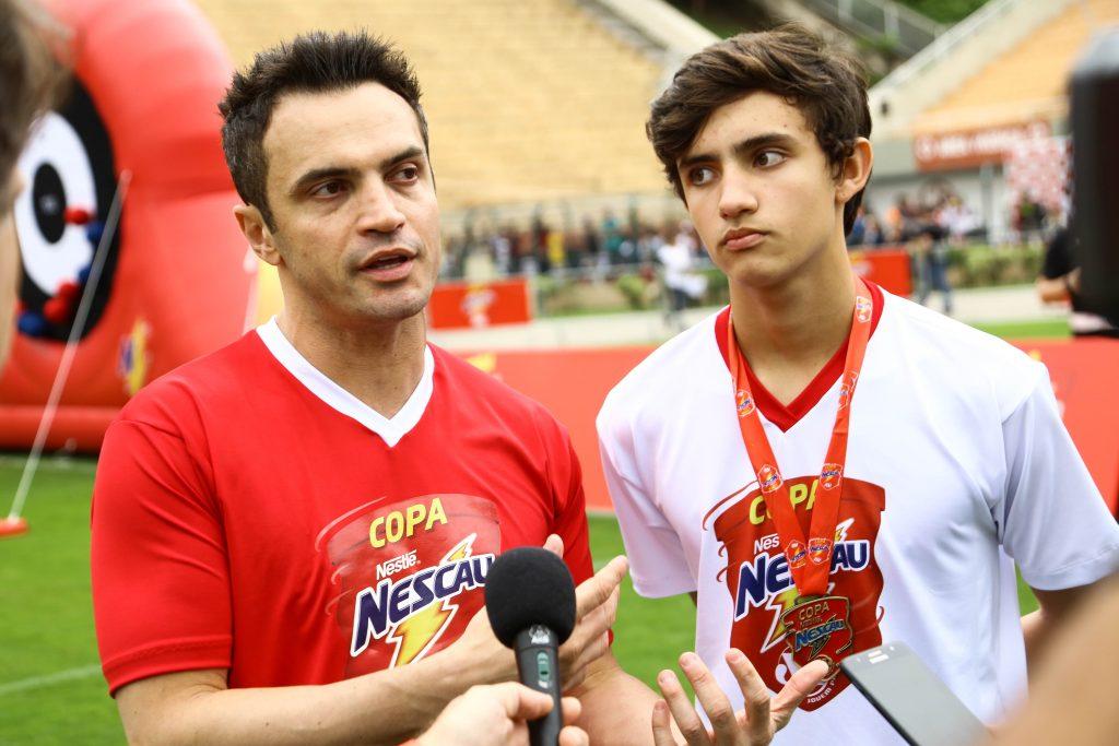 Filho de Falcão quer ser jogador profissional de futebol para realizar o sonho do pai e do avô