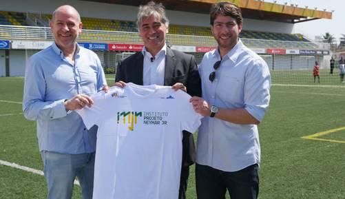 Diretores do Paris Saint-Germain conhecem o Instituto Projeto Neymar Jr.