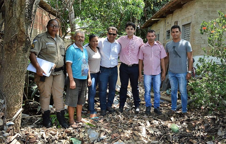 Prefeitura executa ações de limpeza e combate ao mosquito Aedes aegypti em duas residências