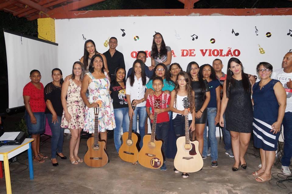 Com apresentações musicais alunos da oficina de violão de Nova Rosalândia encerram atividades de 2017
