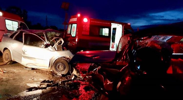 Colisão frontal mata quatro pessoas e deixa dois feridos, na BR-020