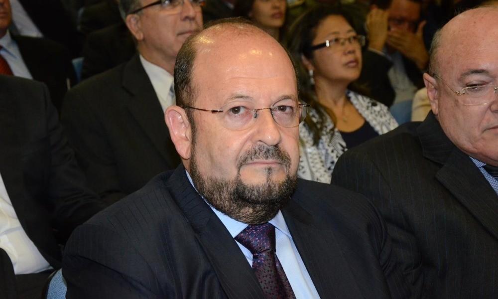 Justiça aplica multa de R$ 20 mil ao secretário de saúde por descumprir decisão