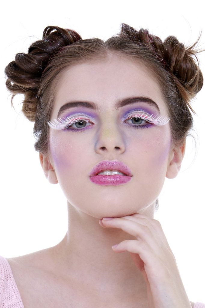 Aprenda a fazer maquiagem de unicórnio para arrasar no Carnaval