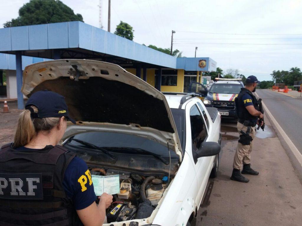 PRF prende motorista e apreende veículo ambos com indício de falsidade, em Guaraí TO