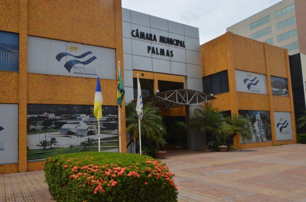 Câmara de Palmas cumprirá decisão judicial quanto à equiparação do número de servidores concursados e comissionados