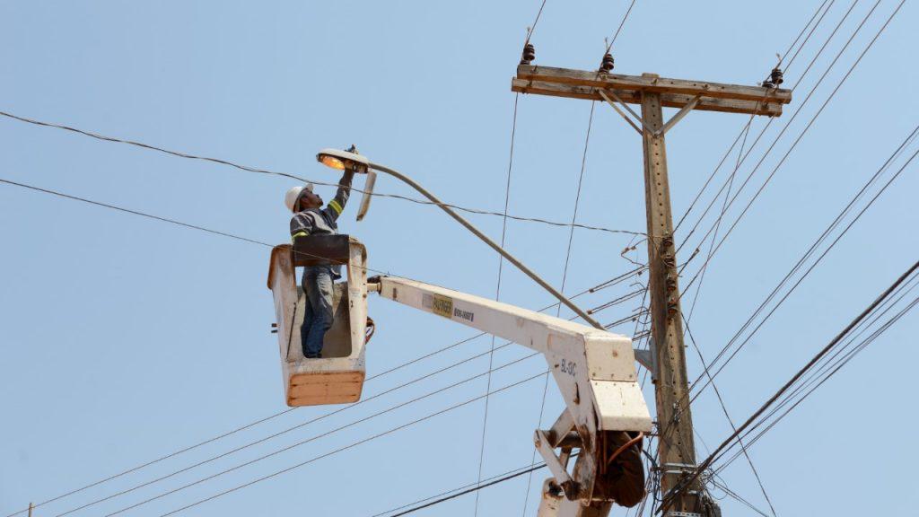 Raios no período chuvoso elevam a demanda por troca de lâmpadas de postes de iluminação pública na Capital