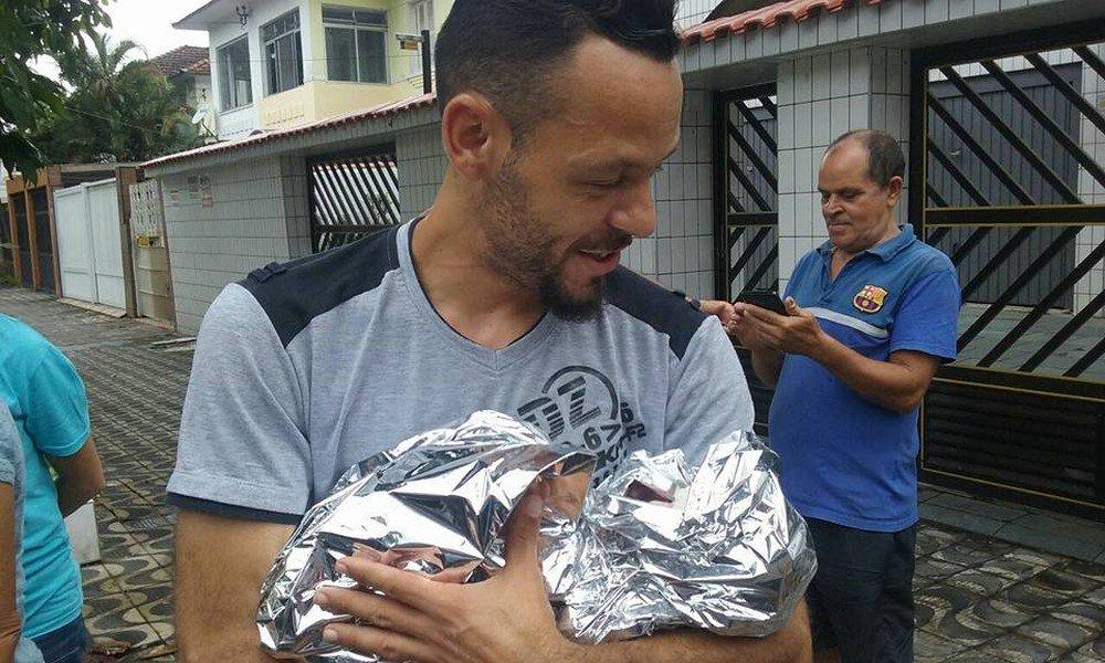 Pai faz o parto da própria filha no meio da rua em SP: 'Corajoso'