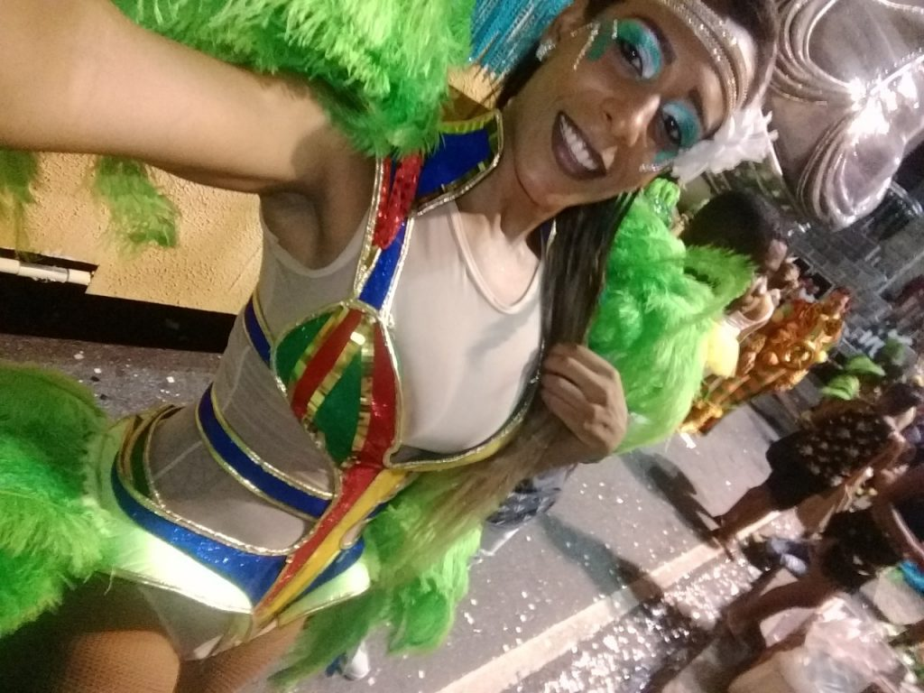 Marcelly Morena, primeira passista trans da história da Grande Rio, lamenta rebaixamento da escola no Carnaval
