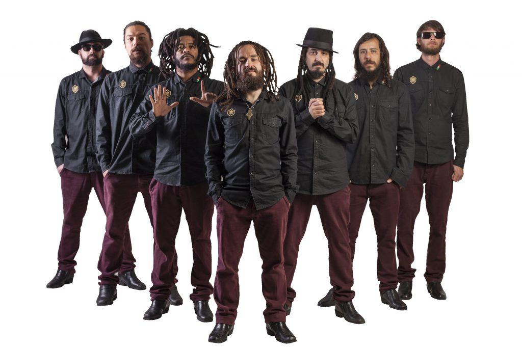 Banda Mato Seco lança lyric da música 'Enquanto Estamos Aqui'