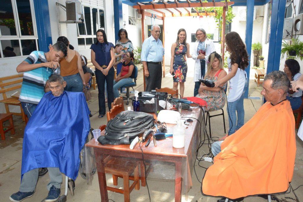 Prefeito Moisés Avelino prestigia ações no Hospital Regional de Paraíso